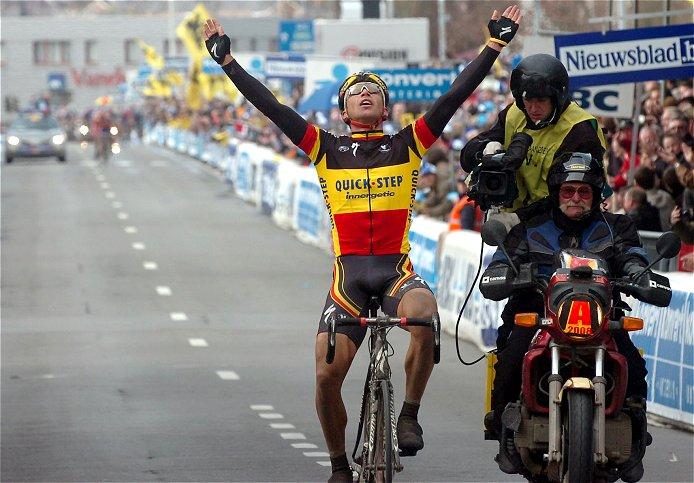 [Immagine: 2008_tour_of_flanders_stijn_devolder_wins.jpg]