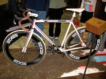 If you all are looking for gift ideas for my b-day (it's in June), this Speedvagen cross bike will do.