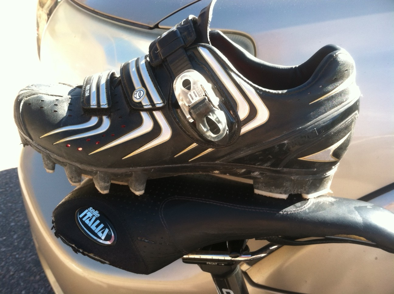 Pearl Izumi Elite MTB II mountain bike shoes. D2's RATING: 4/5 stars. Pros: carbon sole, snazzy upper, easy to use buckle, comfortable fit. CONS: stiff upper can be uncomfortable around the ankle; tread makes it hard to get in and out of pedals; sizing seems a bit off.