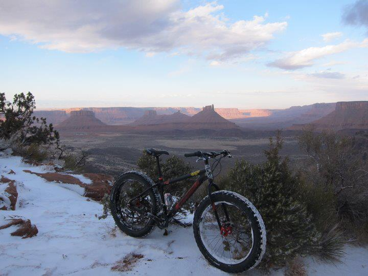 The typical Porcupine Rim view. Just with a little more white dirt