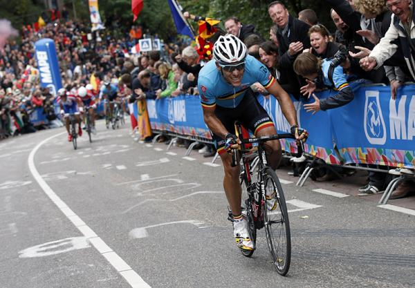 Gilbert attacking at the end (from cyclingnews.com)
