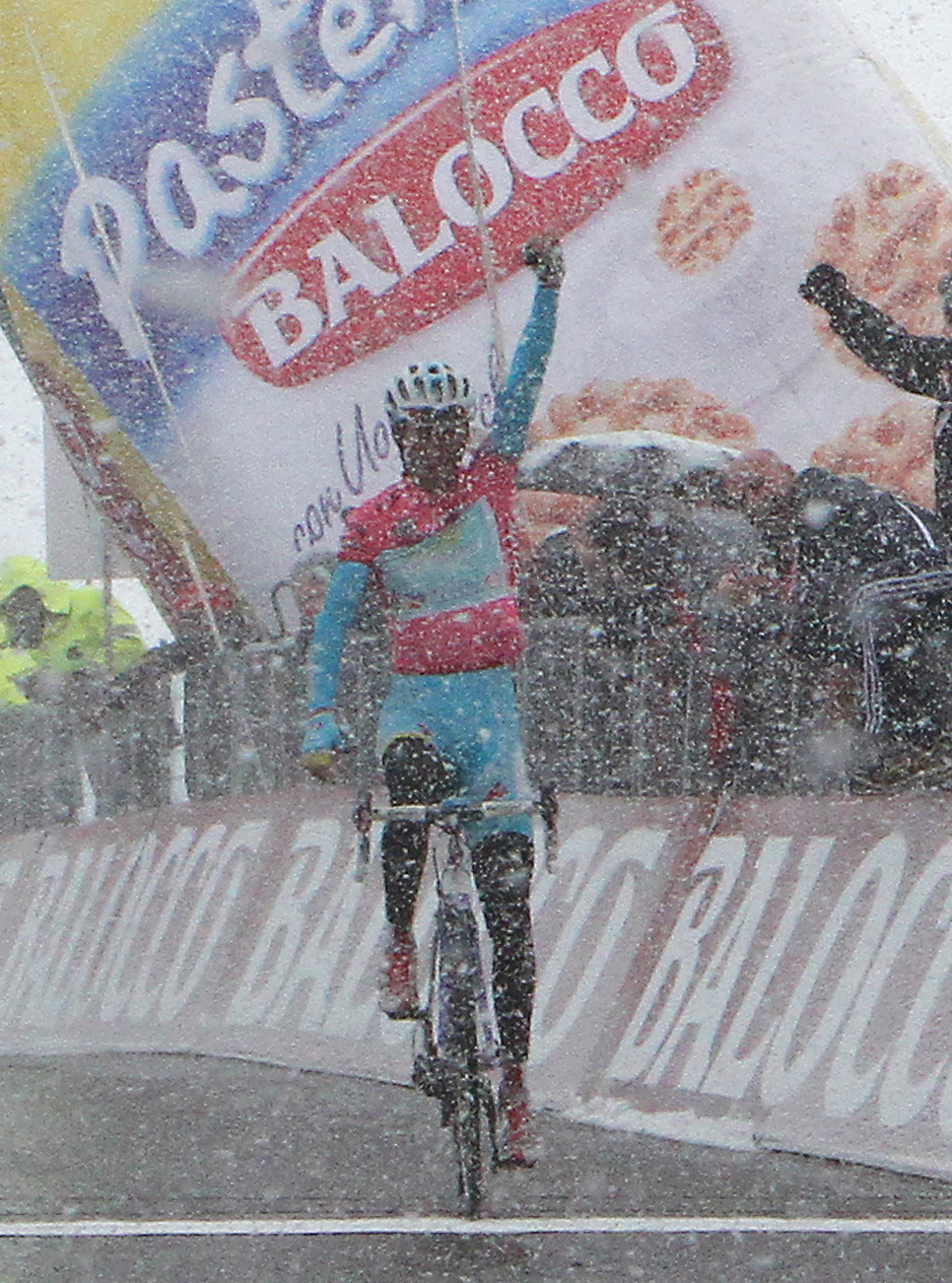 Rideing to victory in snowy conditions up Tre Cime di Lavaredo cementing his hold on the maglia rosa.