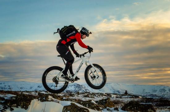 Helgi Berg test riding the Lauf Carbonara on Salsa Beargrease - Photo by Arnold Björnsson